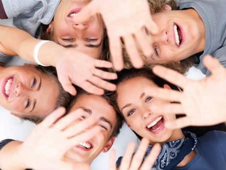 Lachende Jugendliche
